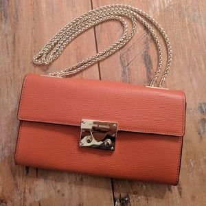 Henri Bendel waldorf coral wallet on gold chain